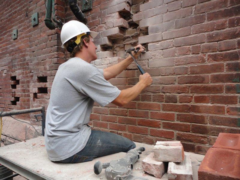 Инъекция цементного раствора в кирпичную кладку суши бетон